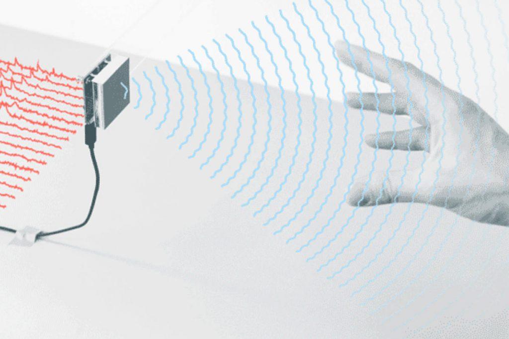 چیپ راداری اینطور کار می کند: مستقل از دوربین و تنها با امواج راداری حرکات دست را ثبت کرده و در فرآیندی جالب به عملی واقعی تبدیل می کند.
