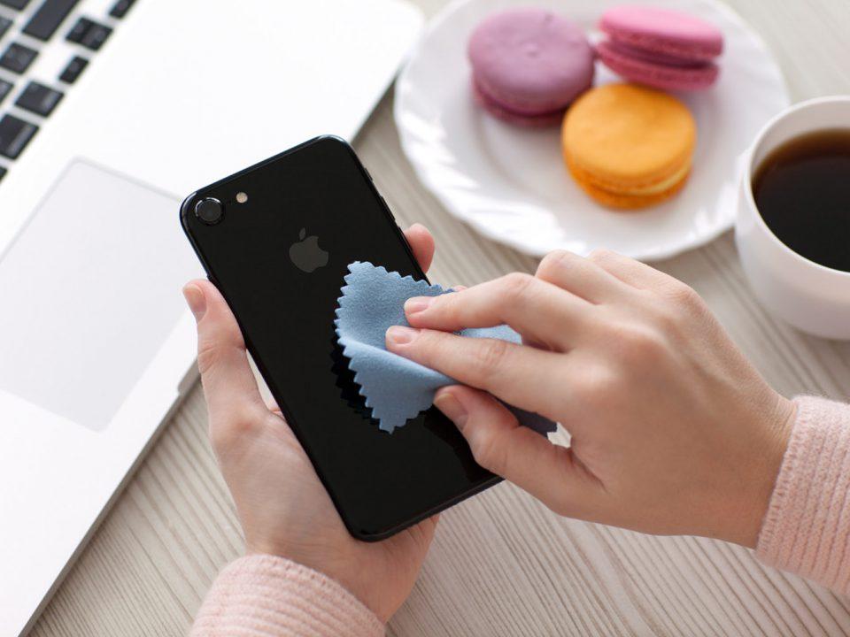 آموزش نحوه صحیح تمیز کردن گوشی موبایل