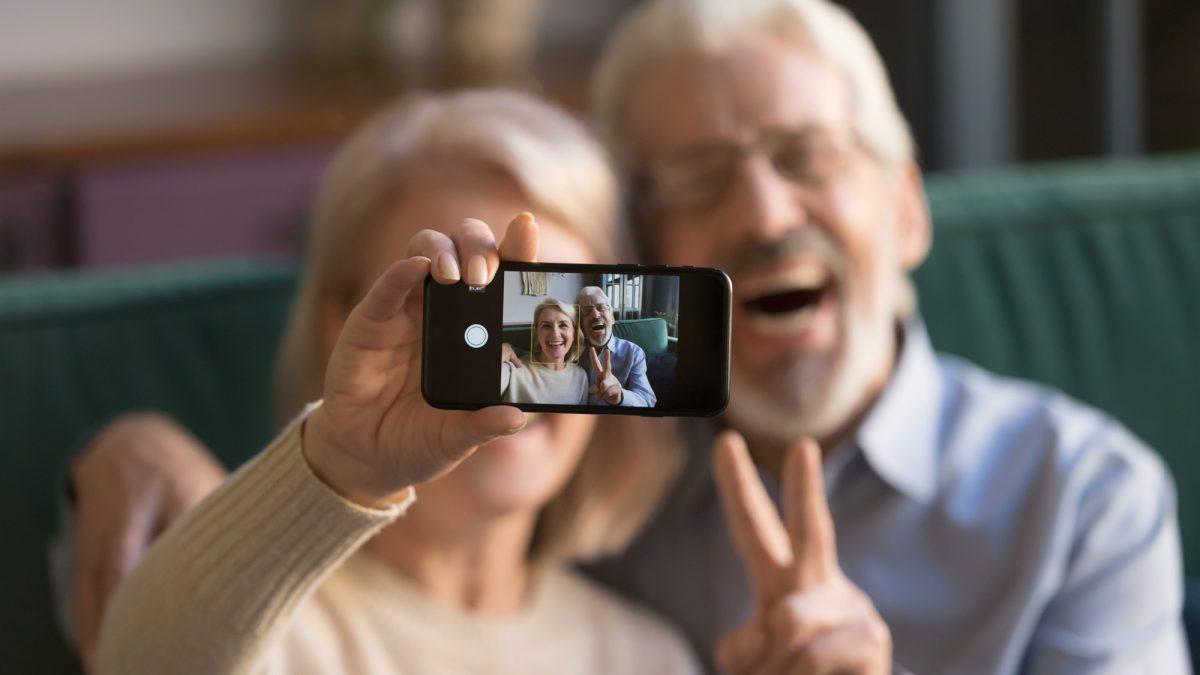 راهنمای خرید گوشی هوشمند برای سالمندان